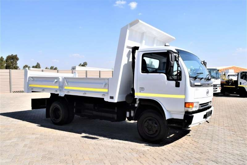 Nissan Truck Tipping body UD40 2015