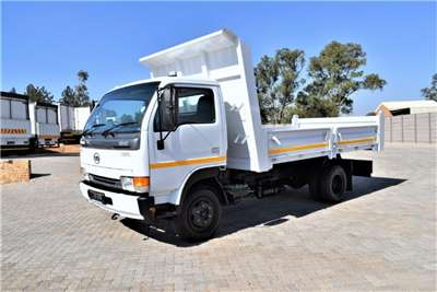 Nissan Tipping body UD40 Truck