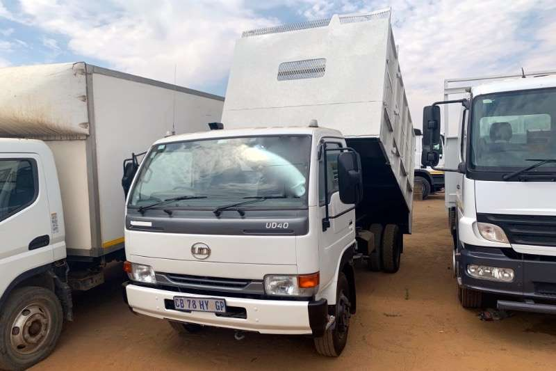 Nissan Truck Tipping body UD40 WITH CAGE BODY 2012