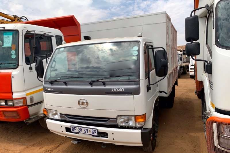 Nissan Truck Tipping body UD40 WITH CAGE BODY 2014