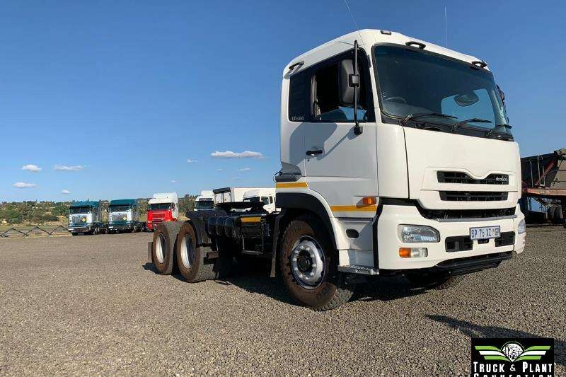 Nissan Truck-Tractor Double Axle 2011 Nissan UD 460 2011