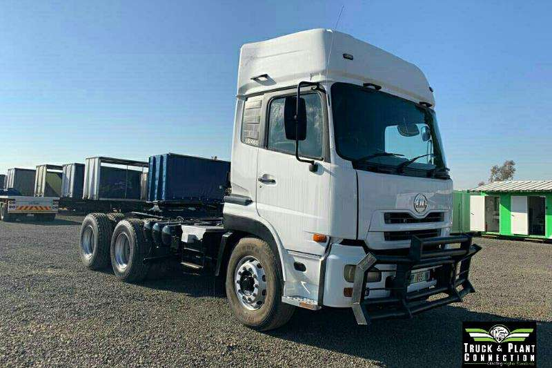 Nissan Truck-Tractor Double axle 2011 Nissan UD460 High Rise Cab 2011