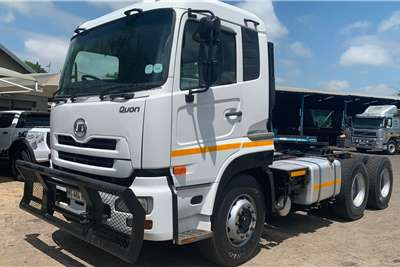Nissan Truck-Tractor Double Axle 2015 UD GW26-450 Truck Tractor 2015