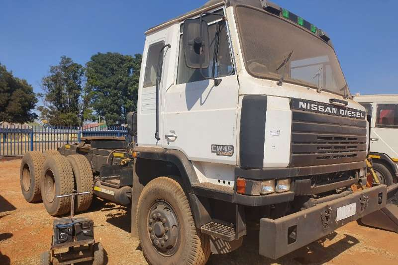 Nissan Truck-Tractor Double axle CW45 Turbo   407T