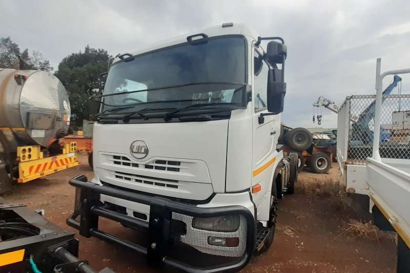Nissan Truck-Tractor Double axle Nissan UD 460 Truck Tractor 6x4 with Hydraulics 2011