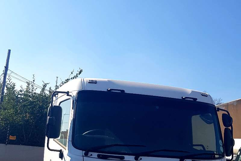 Nissan Truck-Tractor Double axle Nissan UD Quon GW26.490 (6x4) Truck Tractor 2012