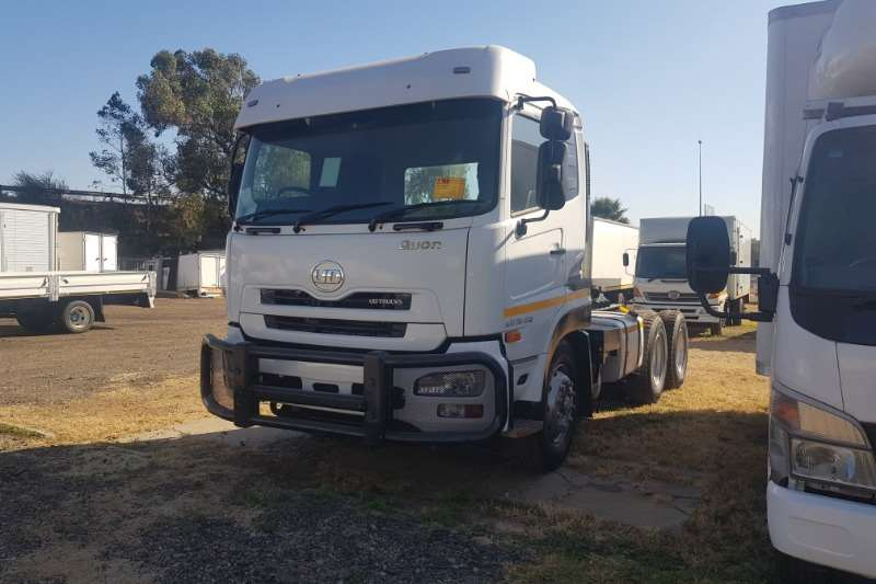 Nissan Truck-Tractor Double axle Quon 26 450 2015