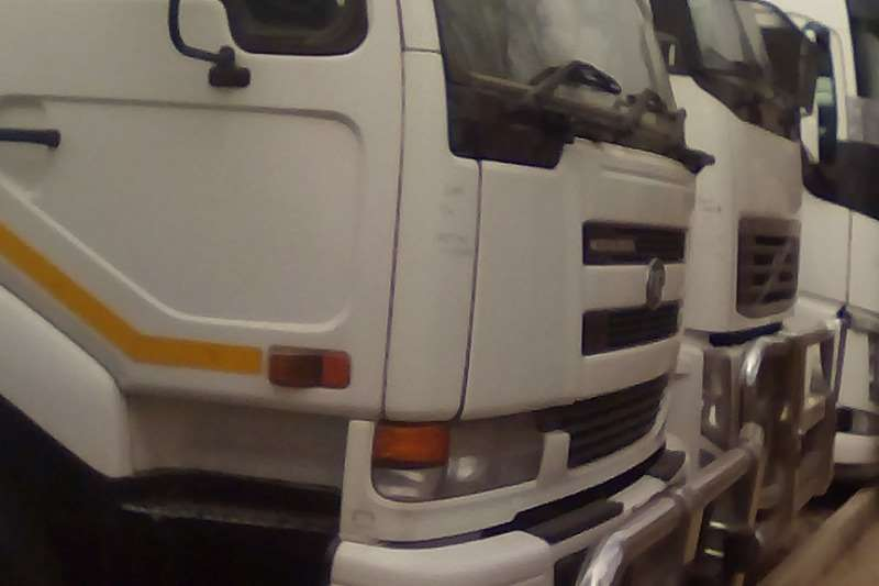 Nissan Truck-Tractor Double axle UD 290KT 2008