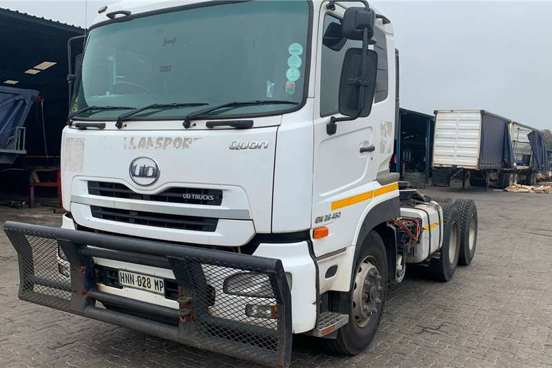 Nissan Truck-Tractor Double axle UD GW26 450 2015