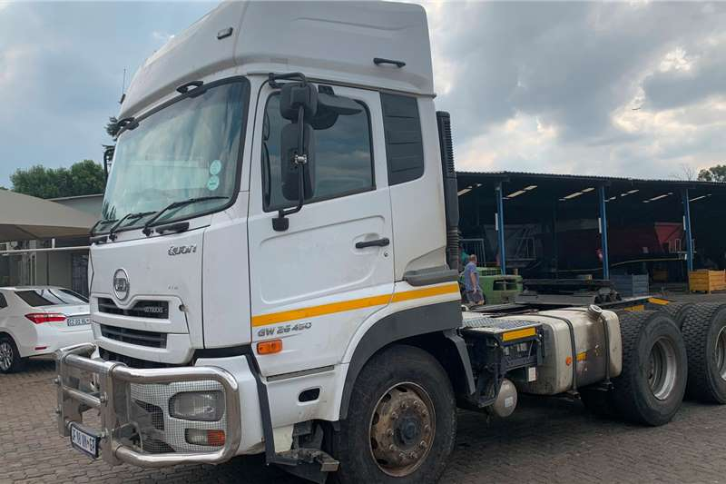 Nissan Truck-Tractor Double axle UD GW26 450 2017