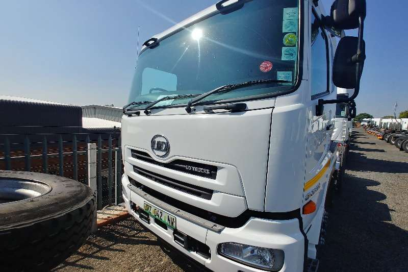 Nissan Truck-Tractor Double axle UD Quon 450 High Roof 2016