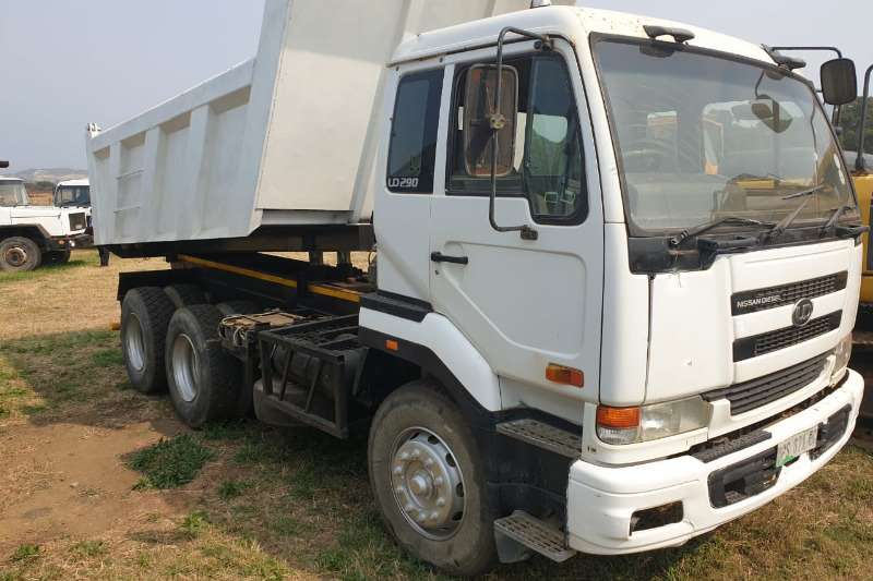 Nissan Truck-Tractor Double axle UD290 10 CUBIC TIPPER 2006