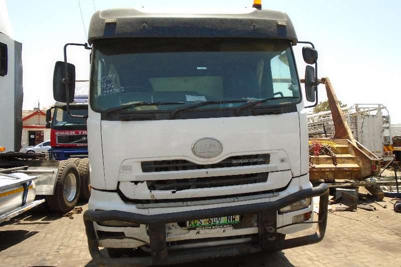 Nissan Truck-Tractor Double Axle UD460 2009