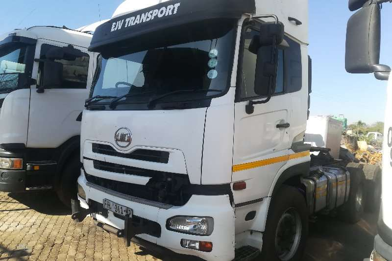 Nissan Truck-Tractor Double Axle UD460 2010