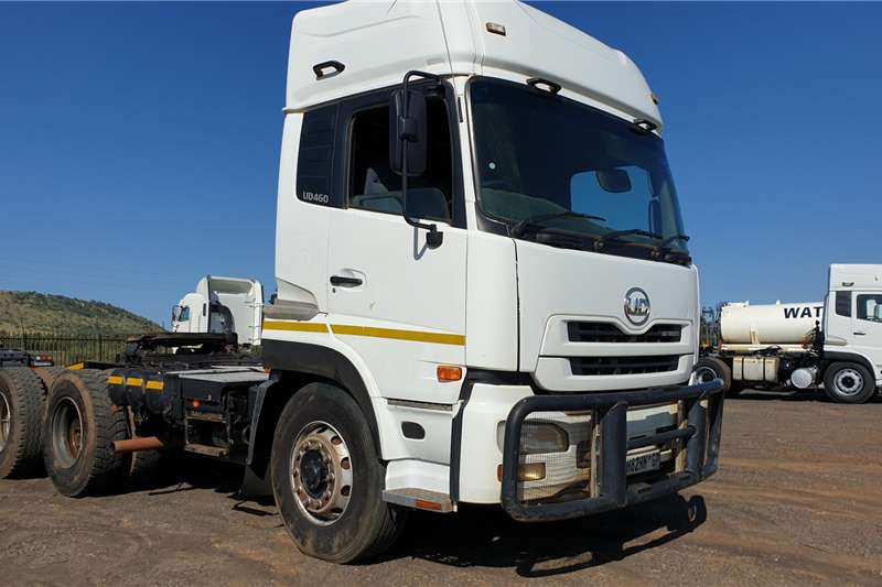Nissan Truck-Tractor Double axle UD460 2011