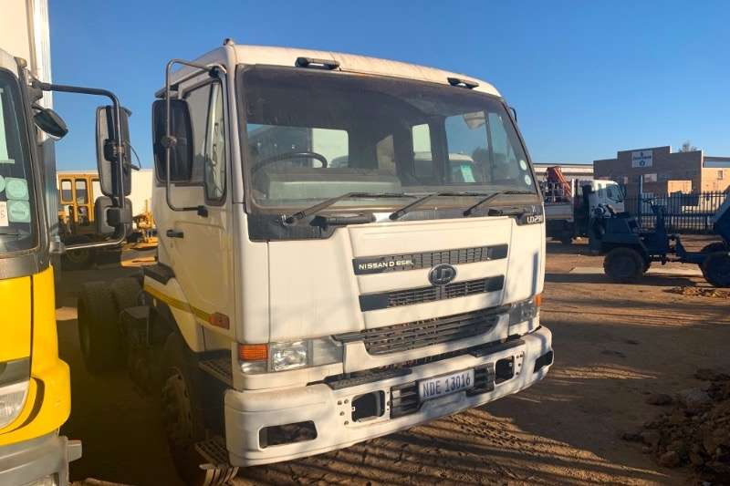 Nissan Truck-Tractor Single axle UD290 2009