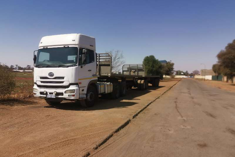 Nissan Truck-Tractor UD460 2011