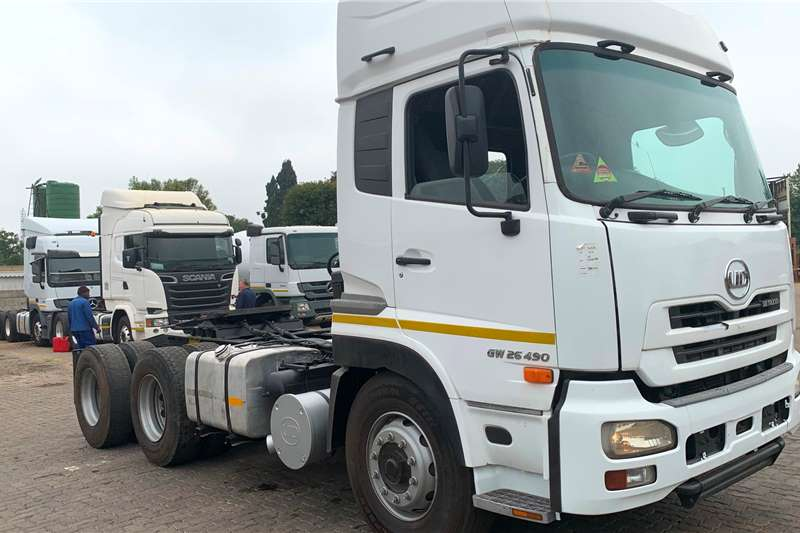 Nissan Truck tractors Double axle 2012 UD GW26 490 2012