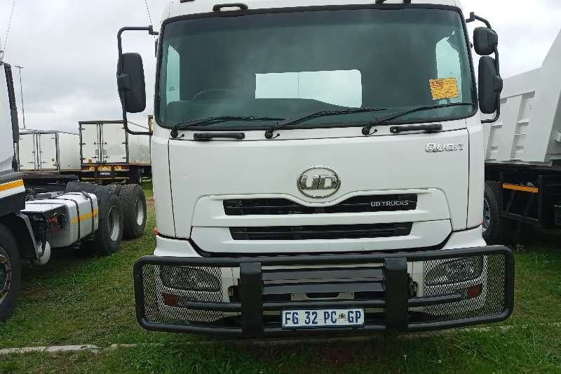 Nissan Double axle 2013 Nissan UD Quon GW 26:490   Double Diff Horse Truck tractors