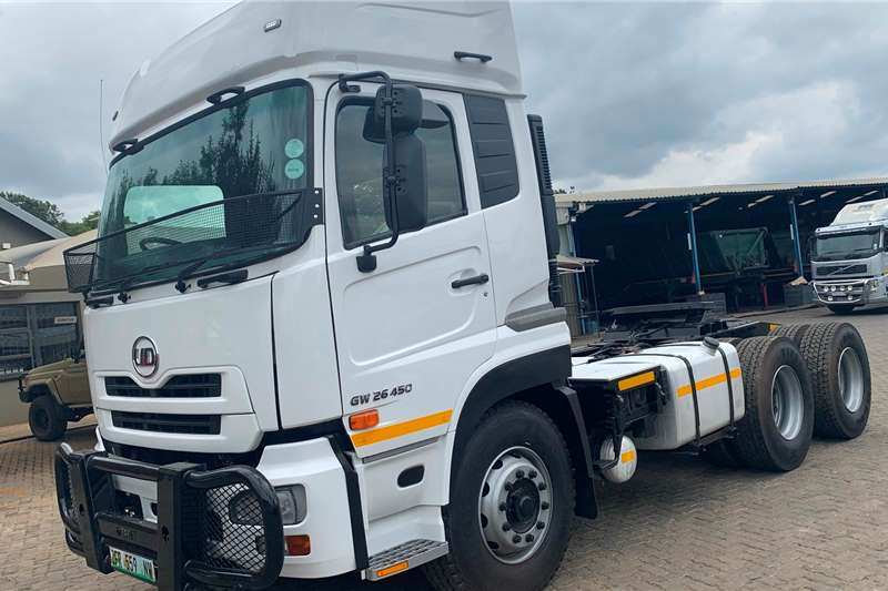 Nissan Truck tractors Double axle 2014 Nissan UD GW26 450 2014