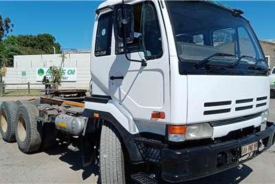 Nissan Double axle Nissan UD350 Truck tractors
