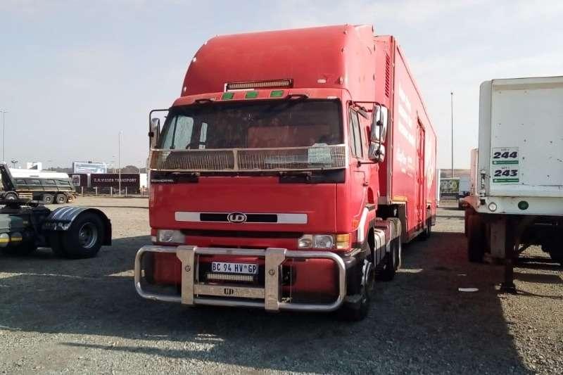 Nissan Double axle UD350 6x4 Truck Tractor Truck tractors