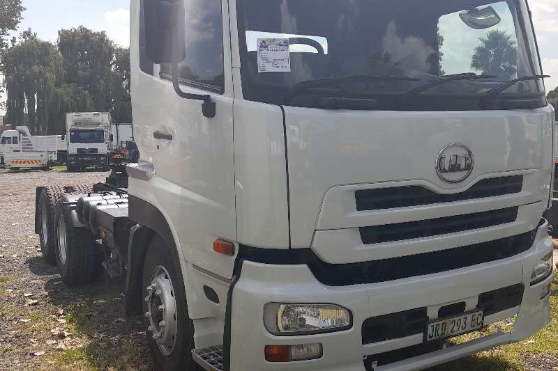 Nissan NISSAN UD 390 HORSE TRUCK FOR SALE Truck tractors