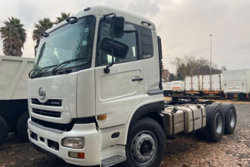 Nissan NISSAN UD460 HORSE TRUCK FOR SALE Truck tractors