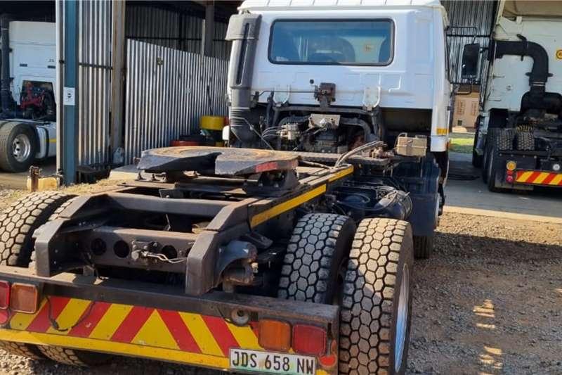 Nissan UD100 Truck tractors