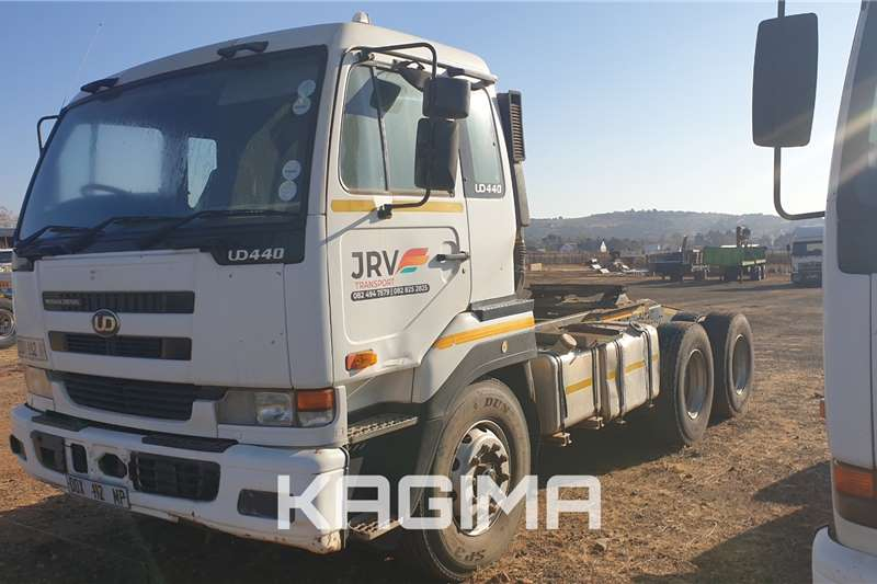 Nissan Truck tractors UD440 with Hydraulics 2008