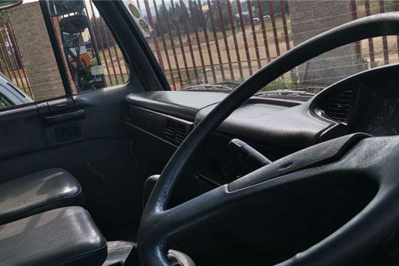 Nissan UD90 Truck tractors