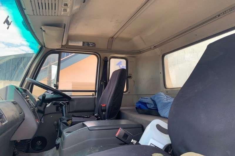 Nissan UD290 6X4 GRAIN FEEDER Truck