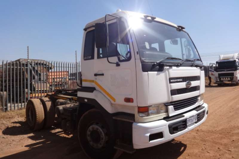 Nissan Truck UD350 4x2 Truck Tractor 2004