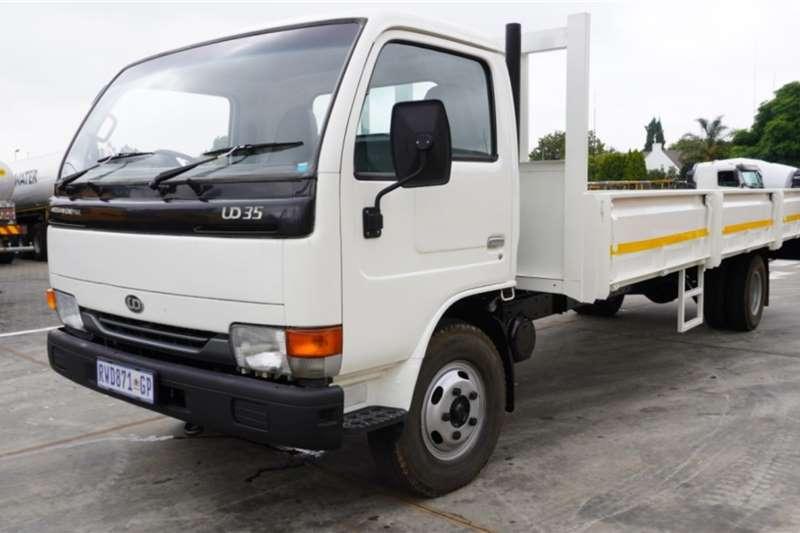 Nissan Truck UD80 4x2 Dropside 2004