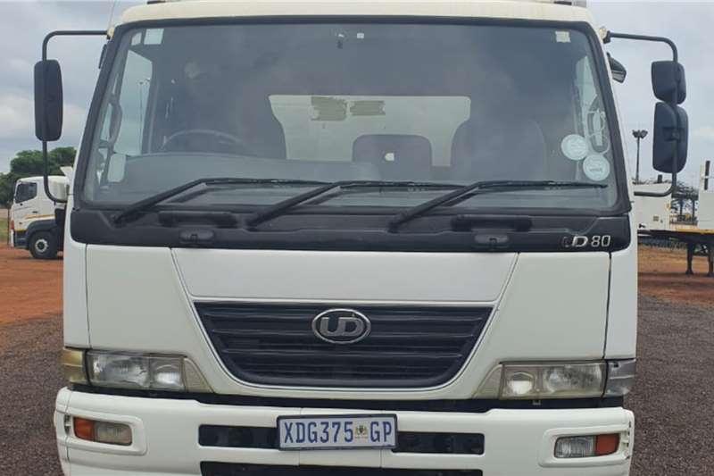 Nissan UD80 TAUTLINER Truck