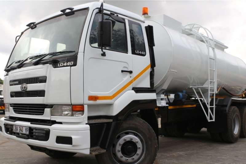 Nissan Truck Water tanker UD440 6x4 Water Tanker 2005