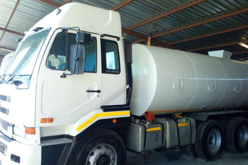 Nissan Truck Water tanker UD440 with 18000Lt water tank with hydraulic PTO s 2007