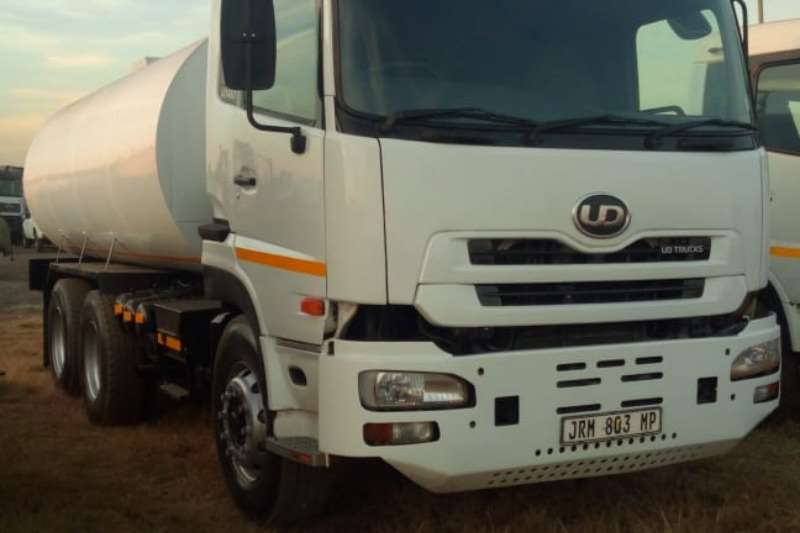 Nissan Truck Water tanker UD460 with new 18000Lt water tank with hydraulic P 2008