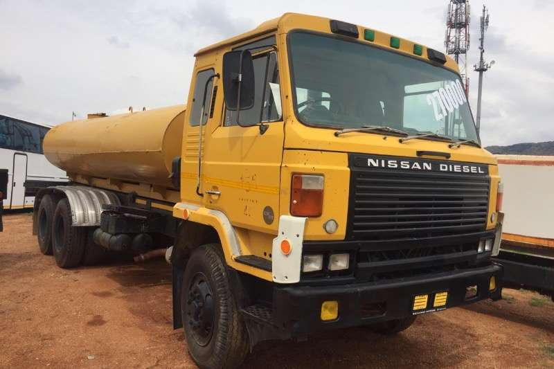 Nissan Water bowser NISSAN CW 45 DOUBLE DIFF Water Tanker  R249000 1996