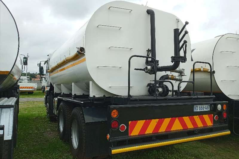 Nissan 2011 Nissan UD 390   16 000 Litres Water Tanker Water bowser trucks