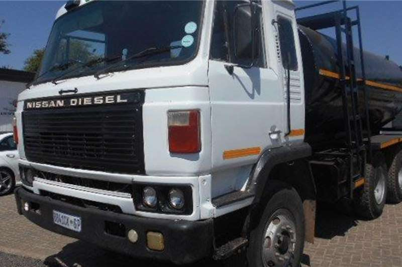Nissan Water bowser trucks CW45 14,000L Water Tanker
