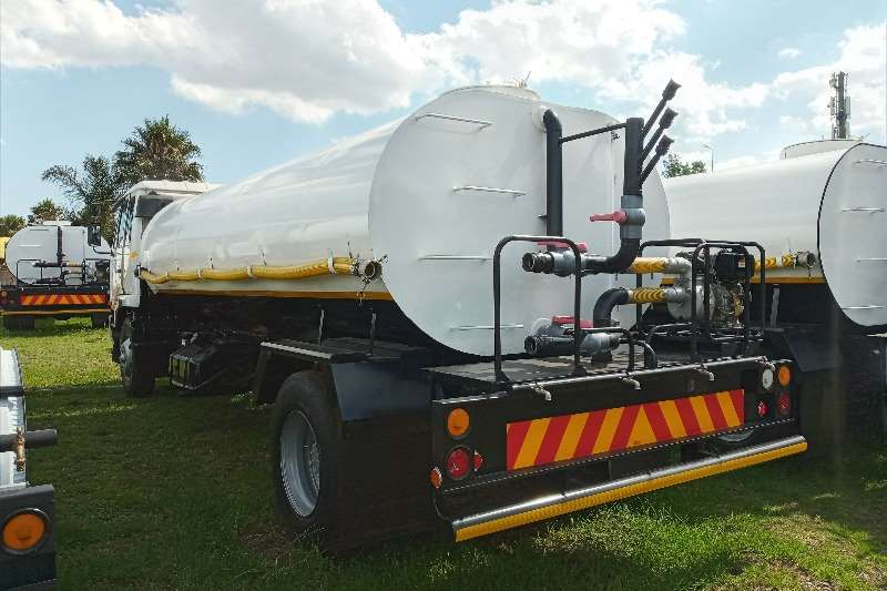 Nissan Nissan UD 90 DRINKING WATER TANKER WITH SPRINKLERS Water bowser trucks