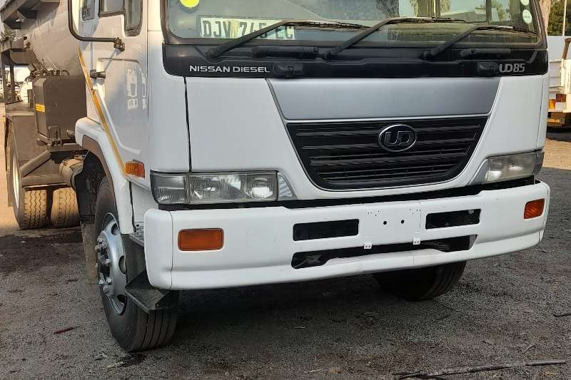 Nissan NISSAN UD85 WATER TANK TRUCK FOR SALE Water bowser trucks