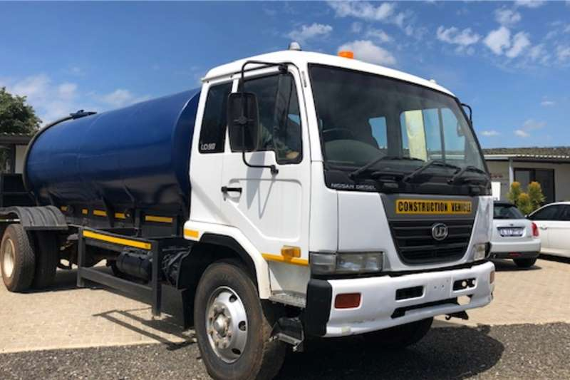 Nissan Water bowser trucks UD90 Water Tank 2006