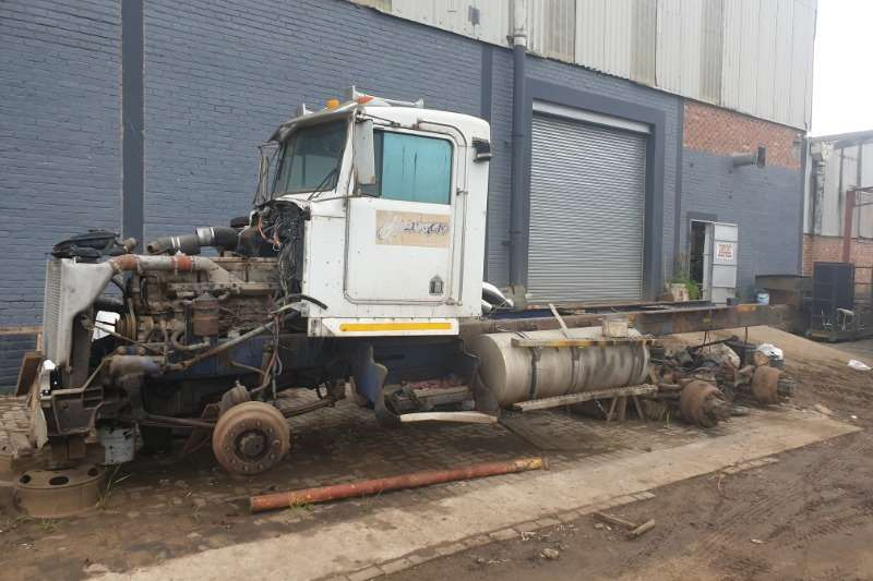 Other Double axle Kenworth horse Truck tractors