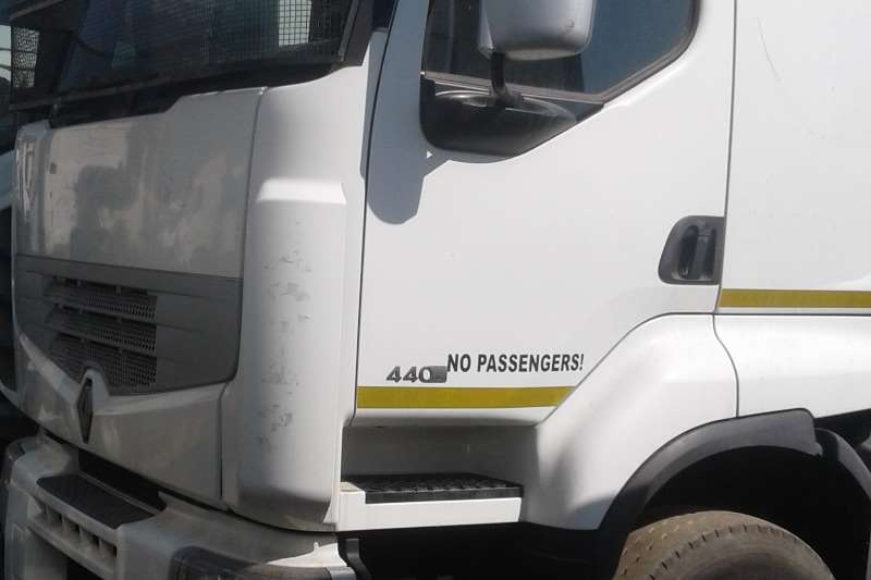 Renault Truck-Tractor Double axle Premium Lander 2012