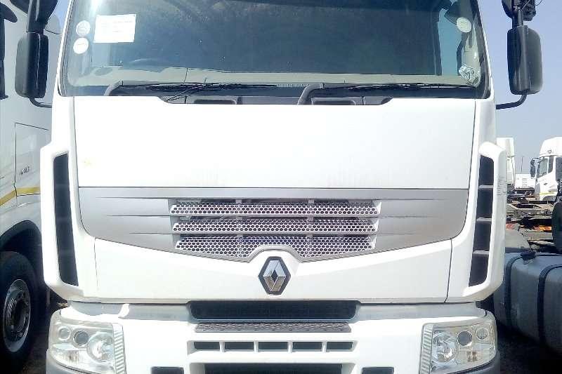 Renault Truck-Tractor Double axle RENAULT 440 2011 2011