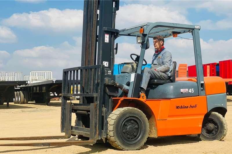Rhino Heli 4.5Ton Forklifts