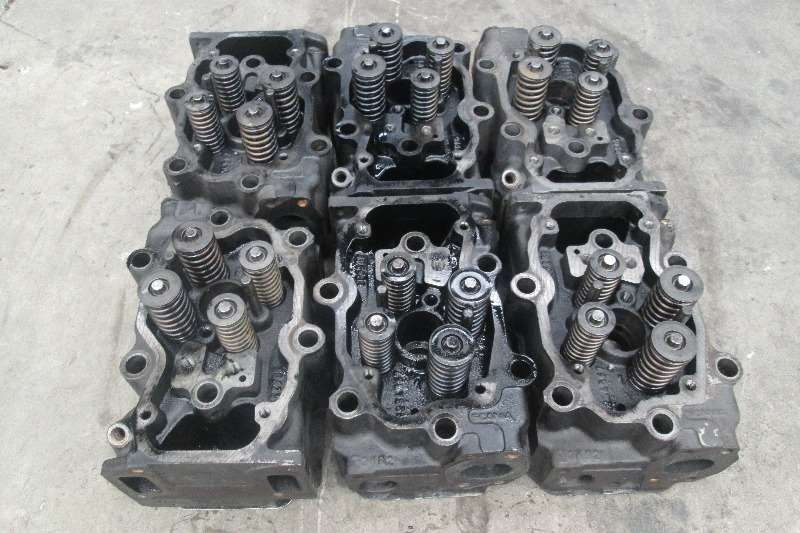 Scania Truck-Tractor DC12 06 Cylinder Heads