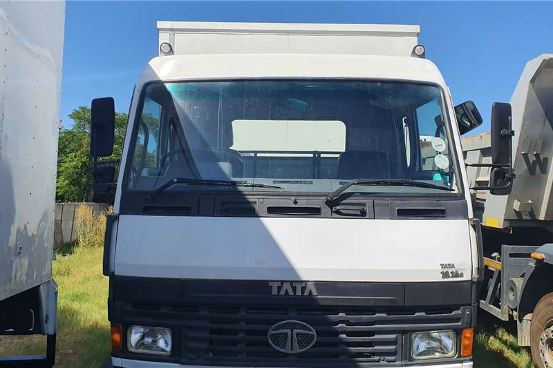 Tata Truck Closed body 2x 2009 Tatas Available 1918 T/Axle 7.2 meter 2009